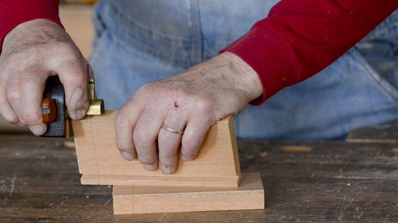 half-lap-dovetails-hand-tools-01
