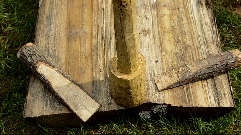 riving-logs-into-lumber
