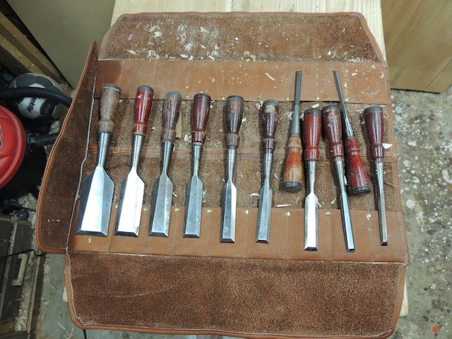Chisels-set-on-roll