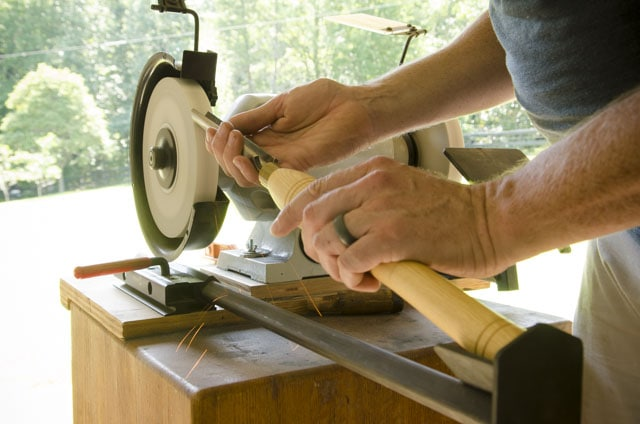 Wolverine Grinding System with VARI-GRIND jig sharpening a roughing gouge for woodturning