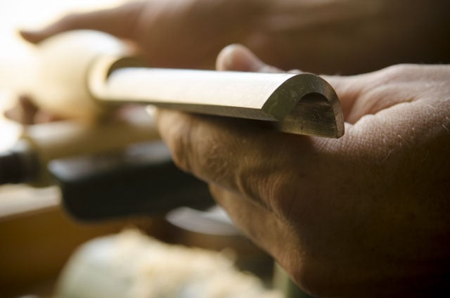 Robert Sorby 3/4 inch roughing gouge with a lathe in the background