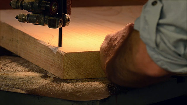 Cutting wood on a woodworking bandsaw