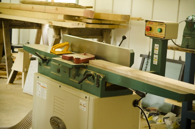 Grizzly Polar G0490X 8 inch jointer with spiral cutterheads