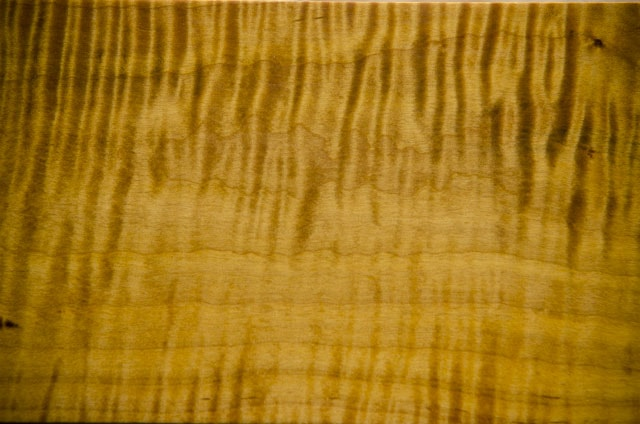making figured curly maple grain pop with Aniline Dye