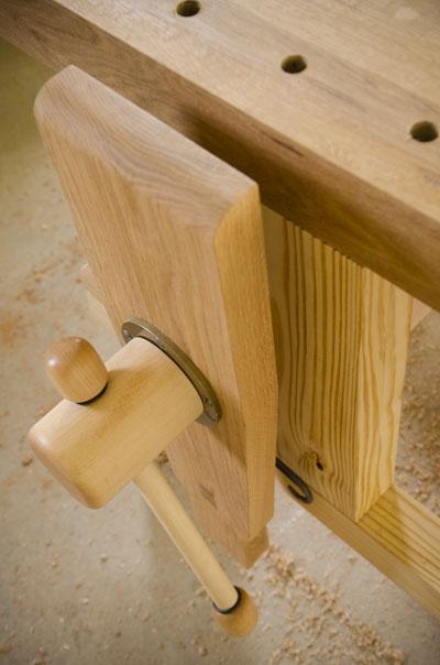 Portable Moravian workbench leg vise