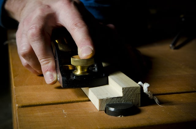 Lie-Nielsen low angle rabbet block plane trimming a rabbet joint on a woodworking workbench