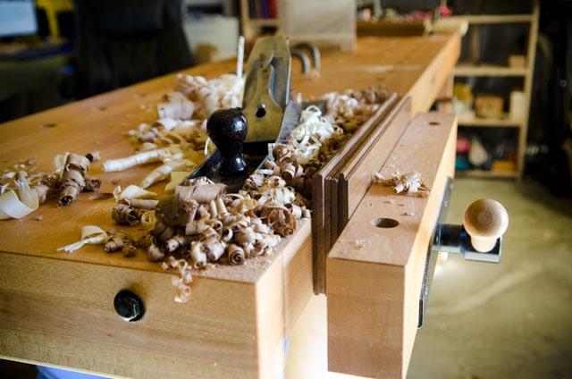 Handplaning In The Vise Of A Sjoberg Elite 2500 Beech Workbench