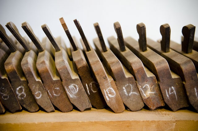 Set of hollows and rounds planes
